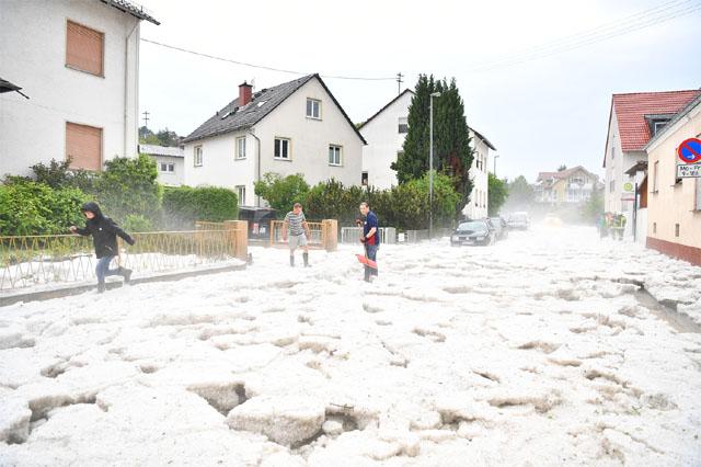 Fotostrecke: Hagel und Schlamm in Wiesbaden - WetterOnline