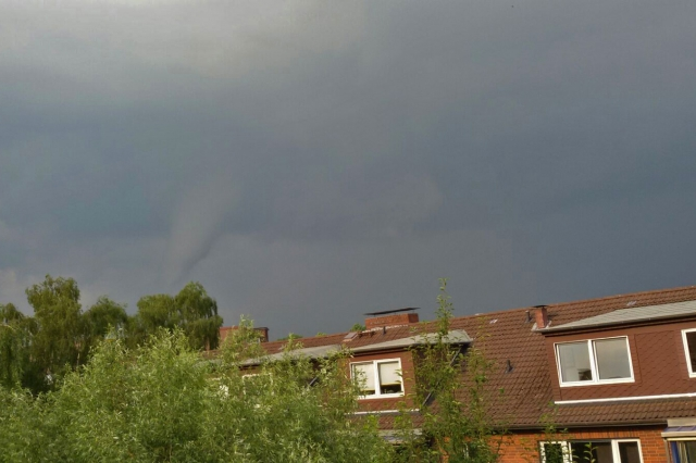 Tornado wütet in Hamburg